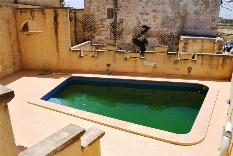 Commercial for sale in Gharb
