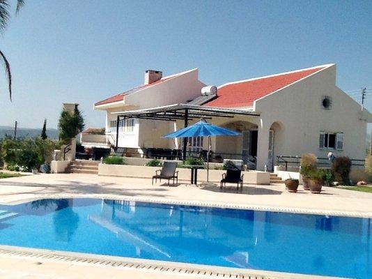 House/Villa for sale in Paramali