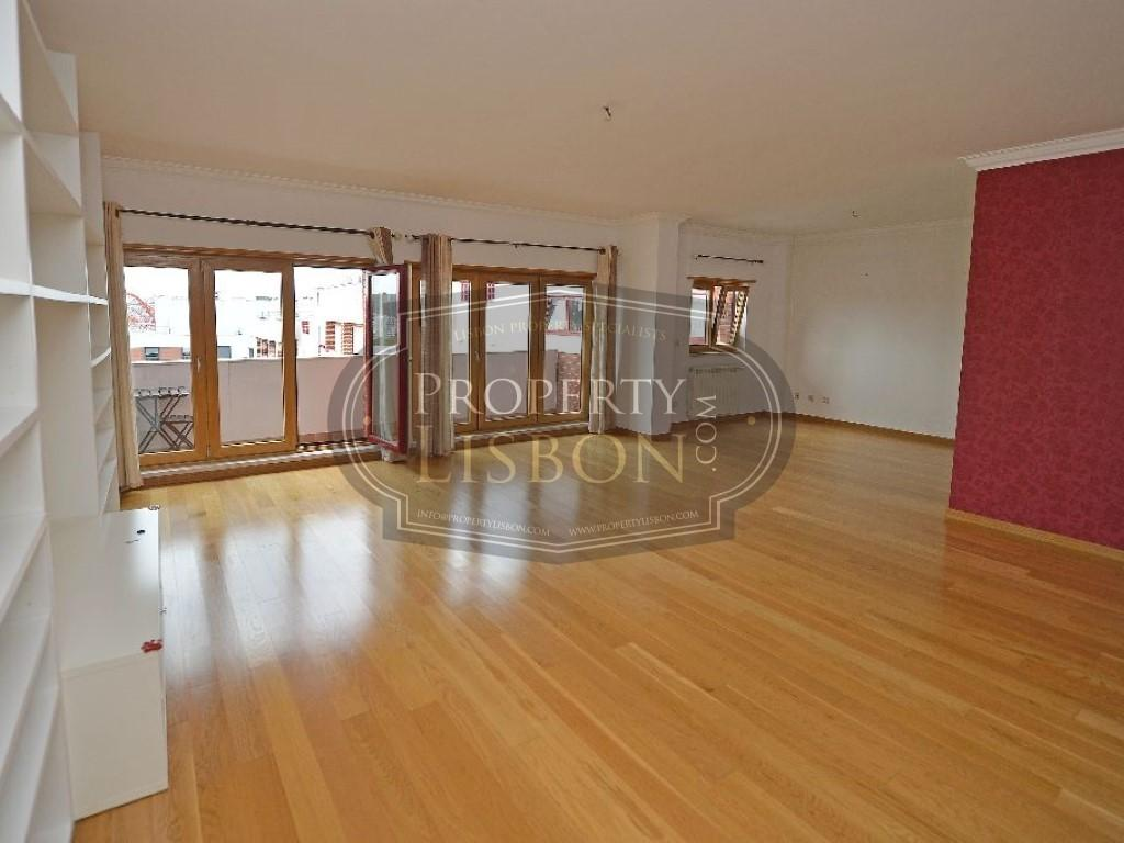 Apartment/Flat for sale in Canecas