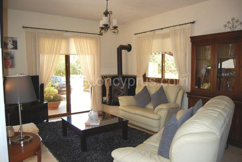 House/Villa for sale in Inia
