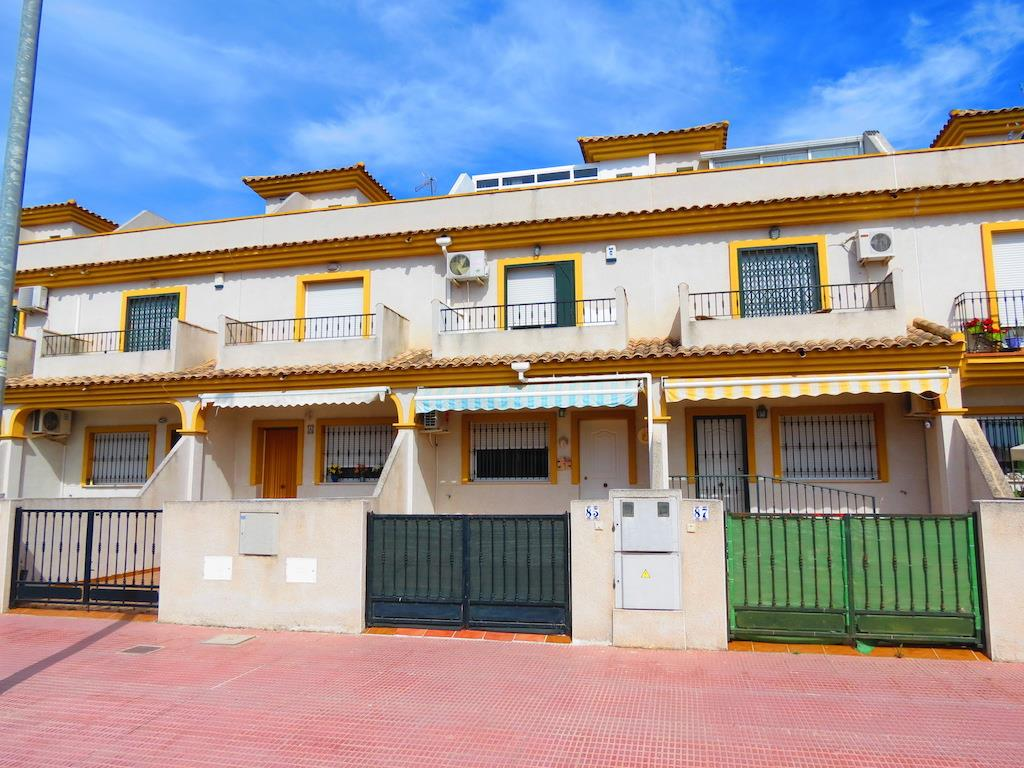 Townhouse for sale in Daya Nueva