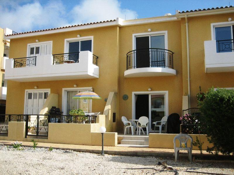 Townhouse for sale in Chloraka