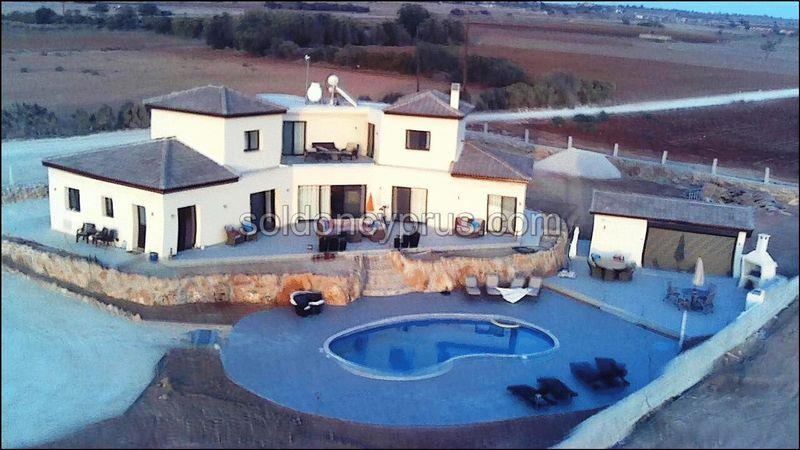 Land/Ruins for sale in Kato Paphos