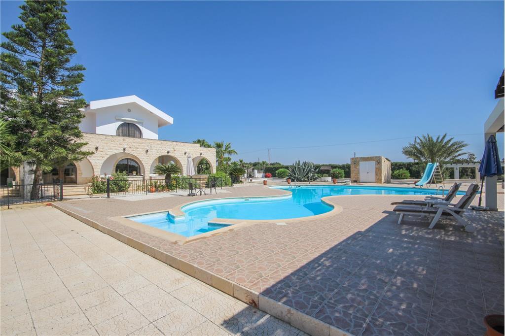 House/Villa for sale in Meneou