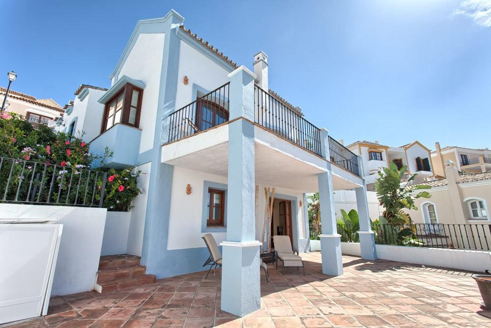 Townhouse for sale in Benahavis