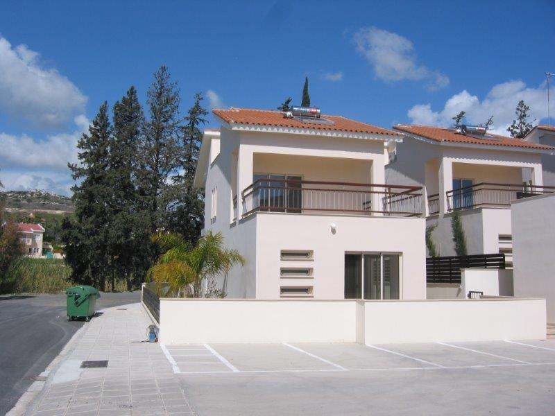 Townhouse for sale in Pyrgos