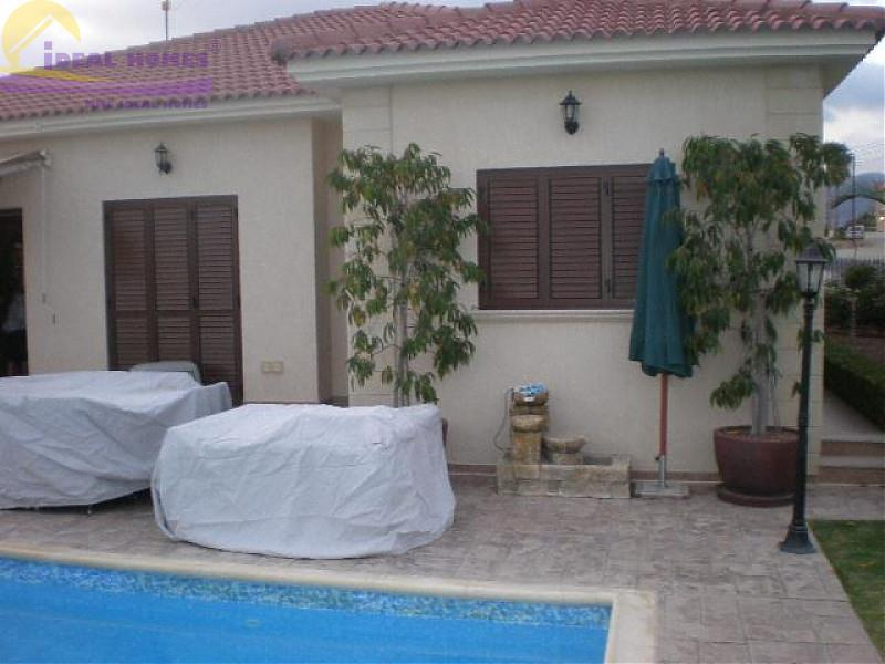Bungalow for sale in Pyrgos