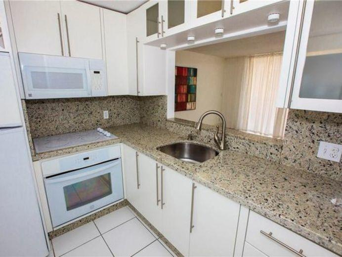Apartment/Flat for sale in Hallandale Beach