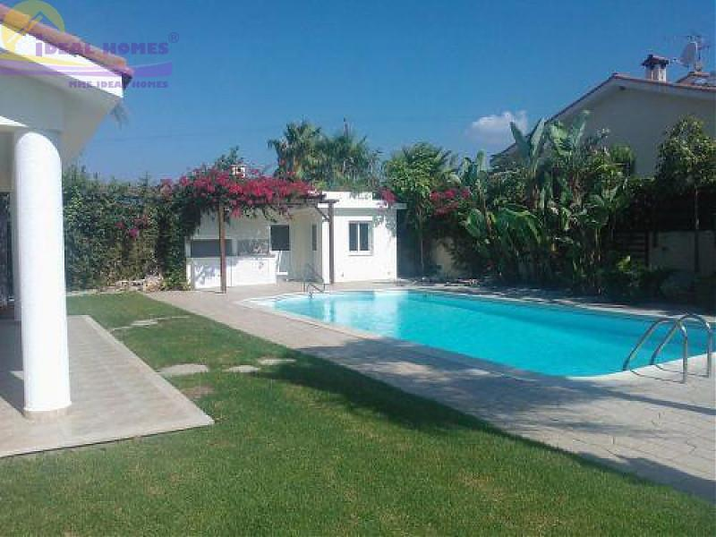 House/Villa for sale in Pyrgos