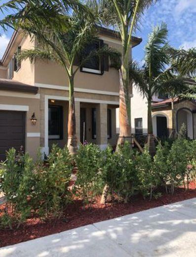 Townhouse for sale in Hialeah