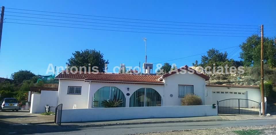 Bungalow for sale in Paramytha