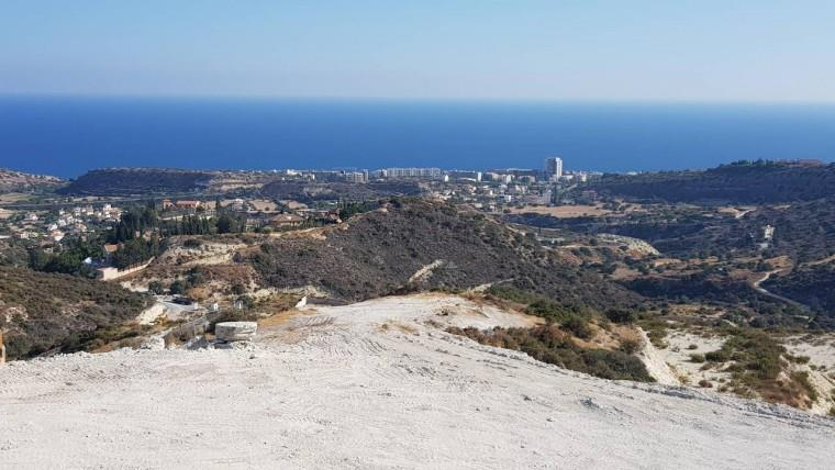 Land/Ruins for sale in Ayios Tykhonas