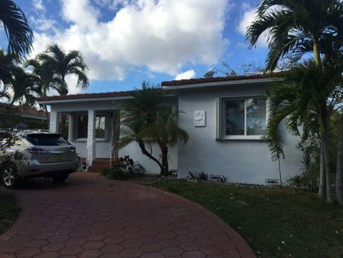 House/Villa for sale in West Miami