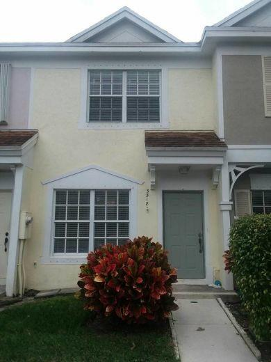 Townhouse for sale in Los Banos