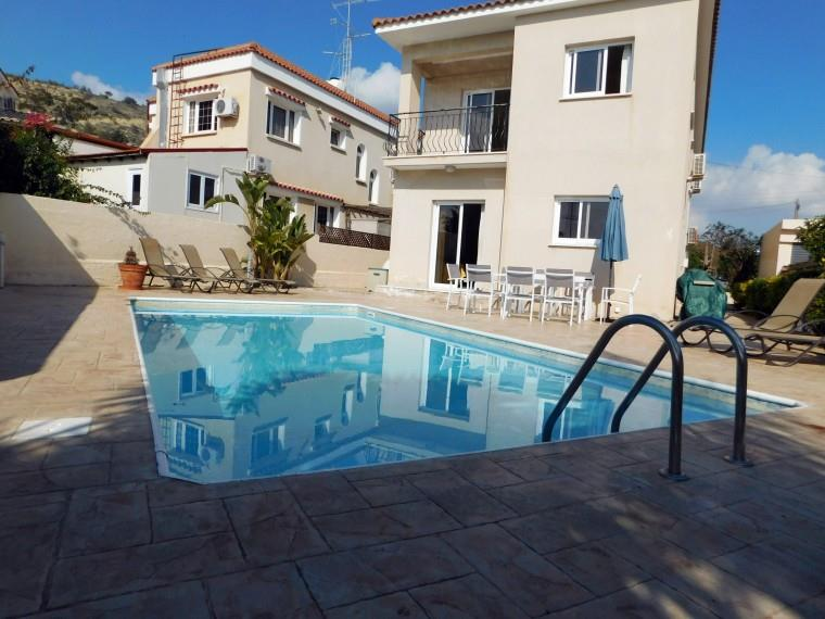 Detached for sale in Oroklini