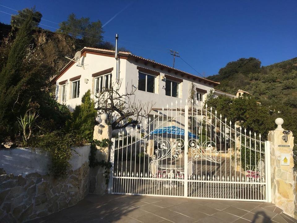 Farmhouse for sale in Alcaudete