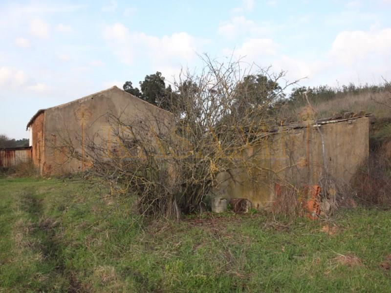 Land/Ruins for sale in Sao Marcos da Serra