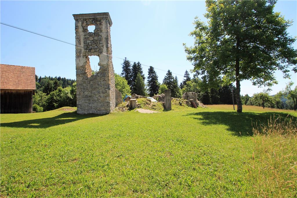 Land/Ruins for sale in Cerknica