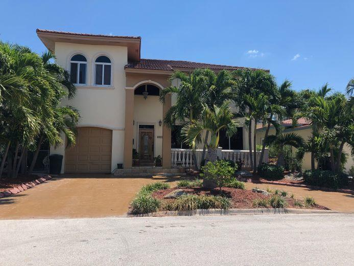 House/Villa for sale in Surfside