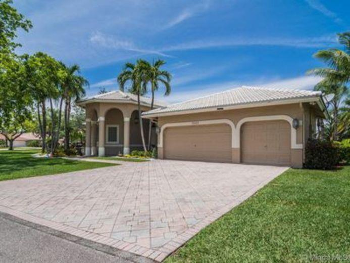 House/Villa for sale in Coral Springs