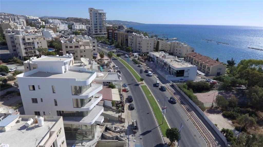 Commercial for sale in Ayios Tykhonas