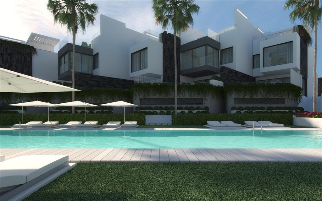Townhouse for sale in Estepona
