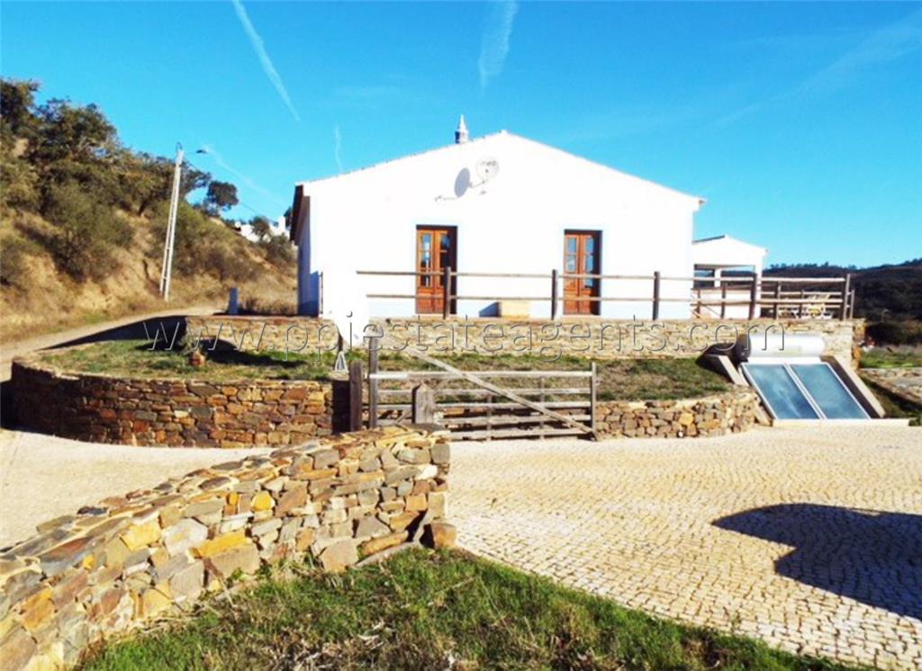Farmhouse for sale in Pedralva