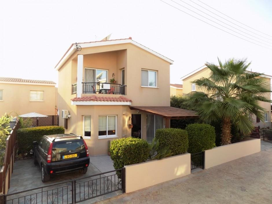 Detached for sale in Emba