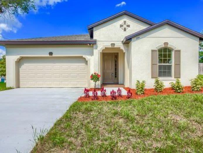 House/Villa for sale in DeBary