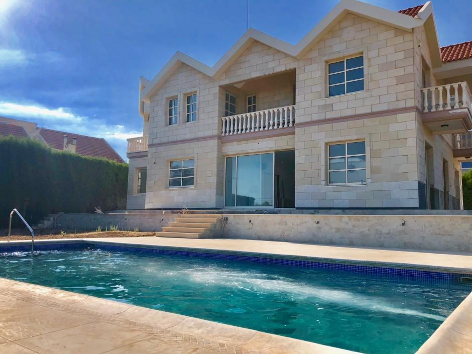 Detached for sale in Palodhia