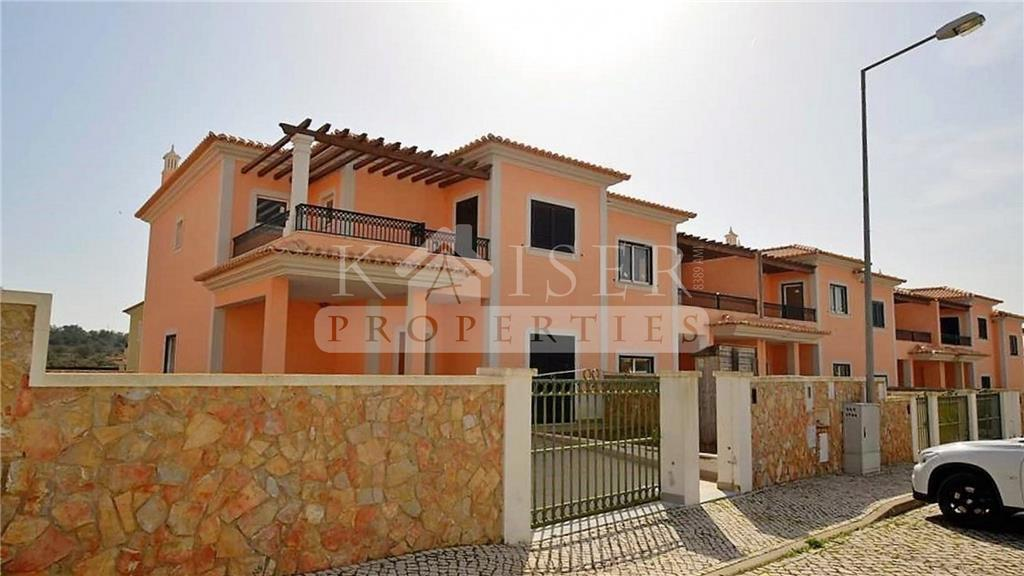 Townhouse for sale in Algoz