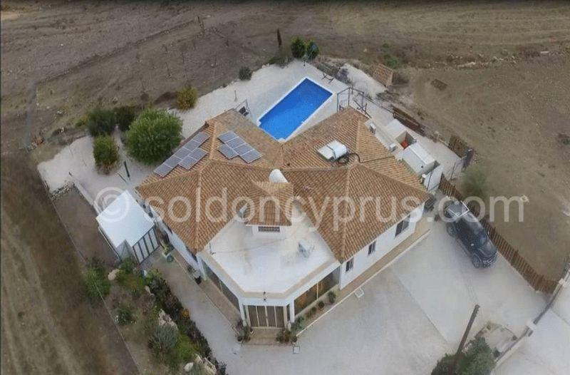 Bungalow for sale in Pano Arodhes