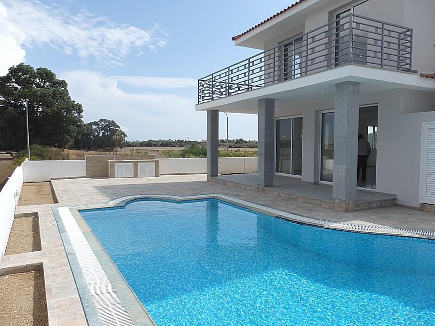 House/Villa for sale in Larnaca
